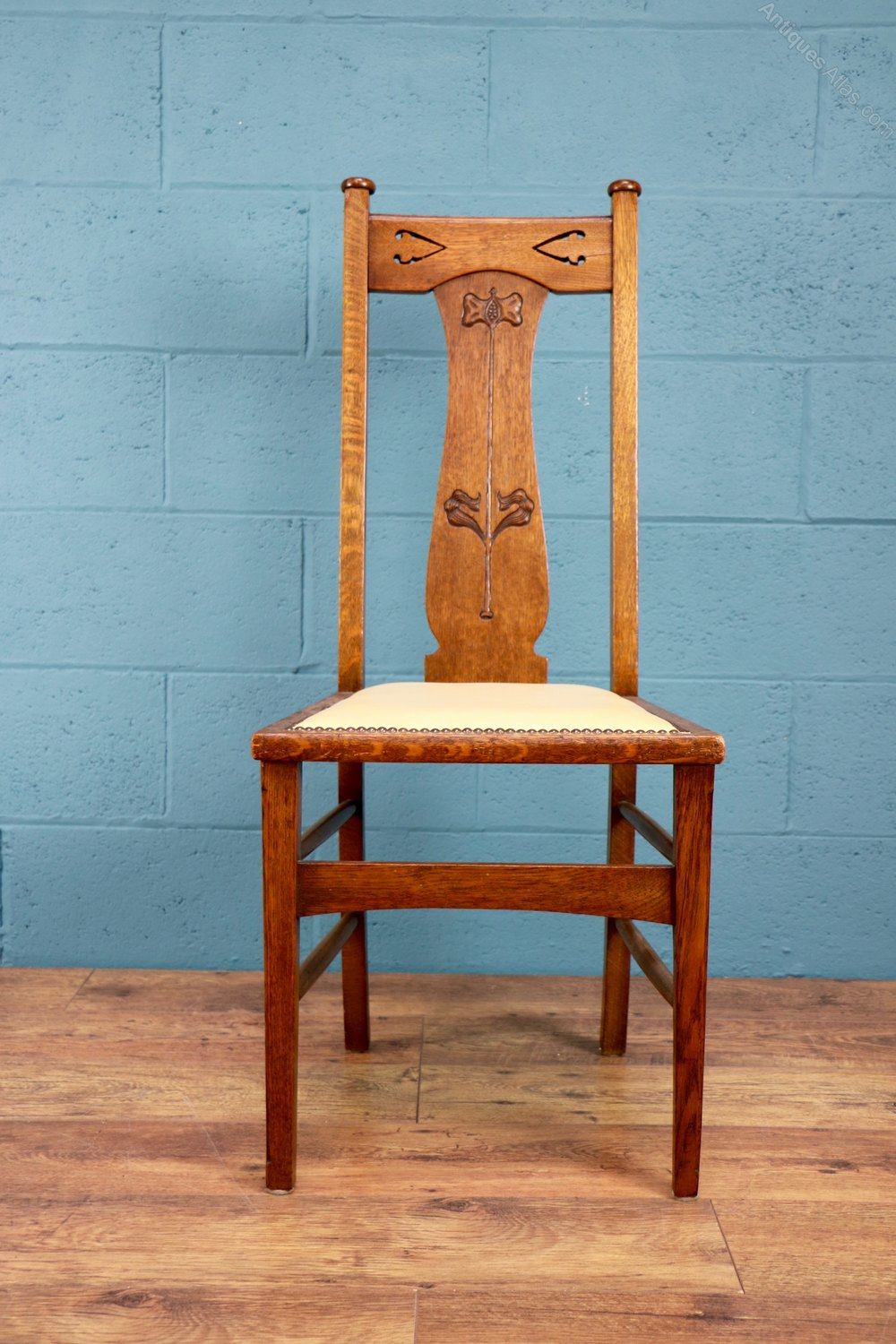 Set Of Six Arts And Crafts Dining Chairs Antiques Atlas