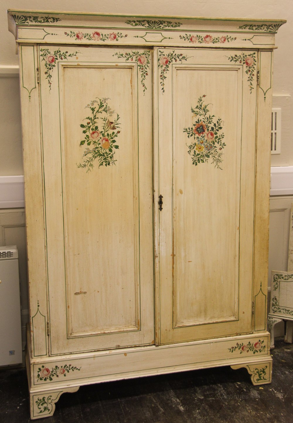 Victorian painted bedroom suite antiques atlas for Vintage bedroom suite