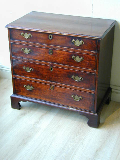 Small Georgian Chest Of Drawers Antiques Atlas