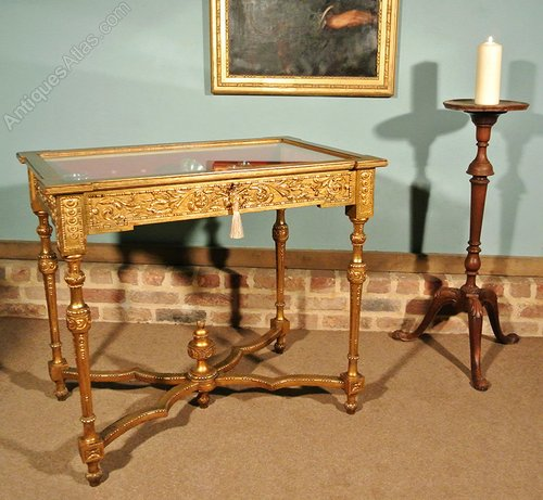 Giltwood trollope sons bijouterie table for Table th visible
