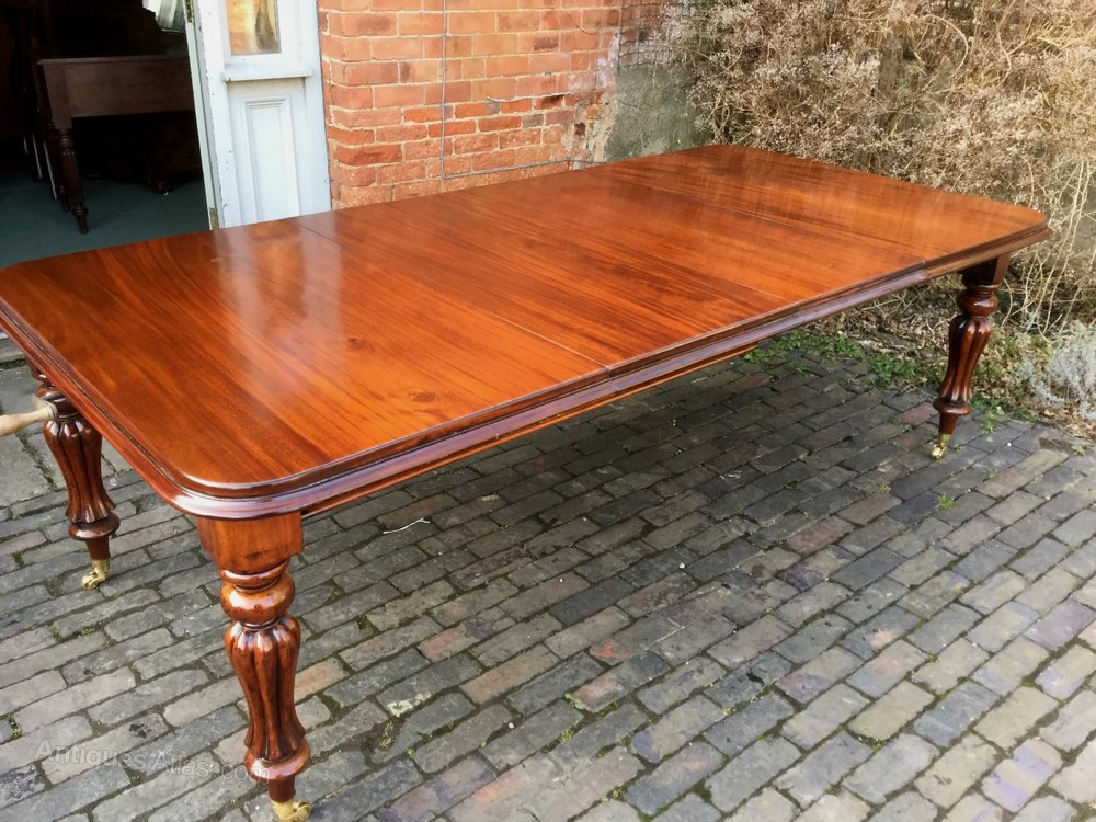 A victorian two leaf extending dining table mahoga for Dining table with two leaves