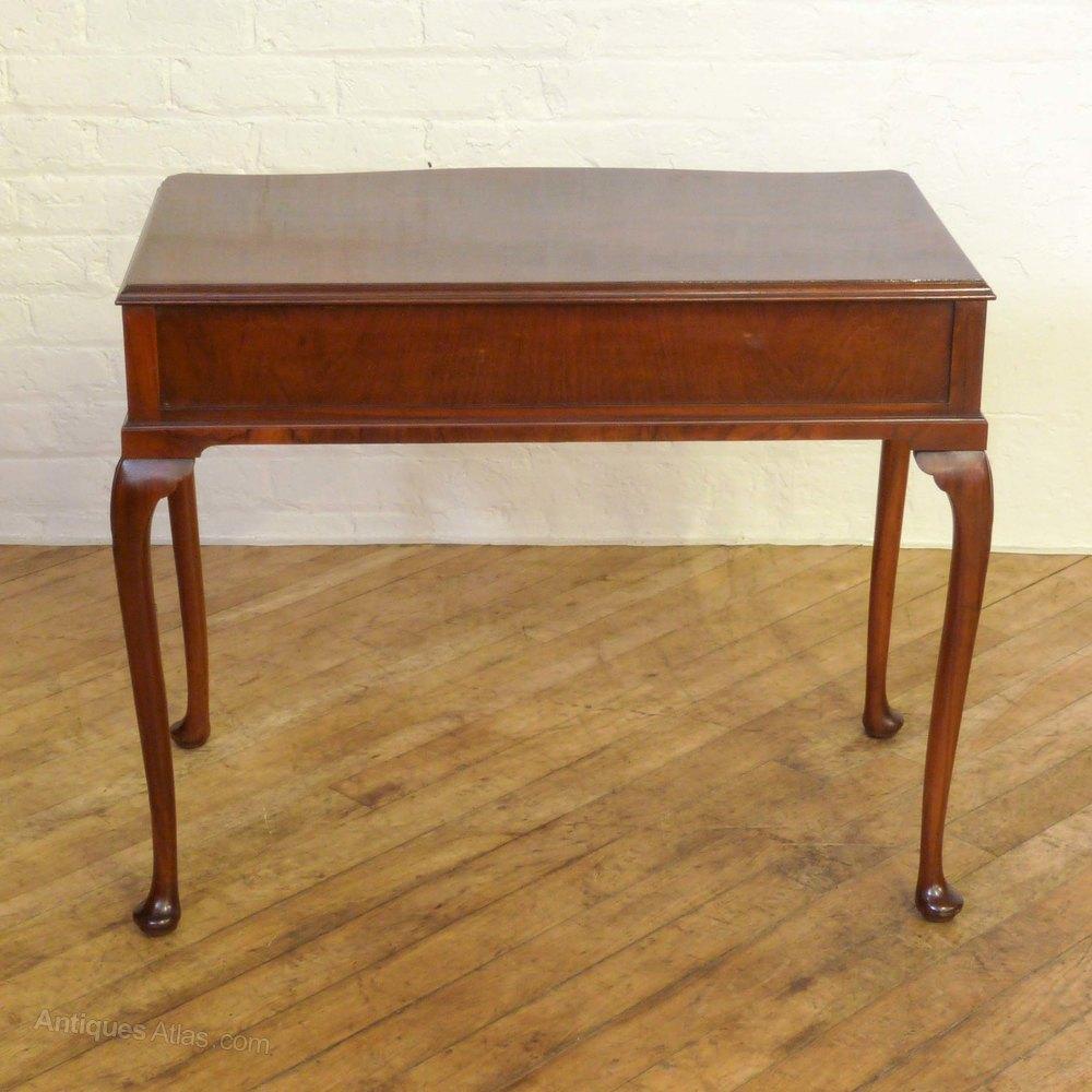 Edwardian walnut side table antiques atlas for Walnut side table