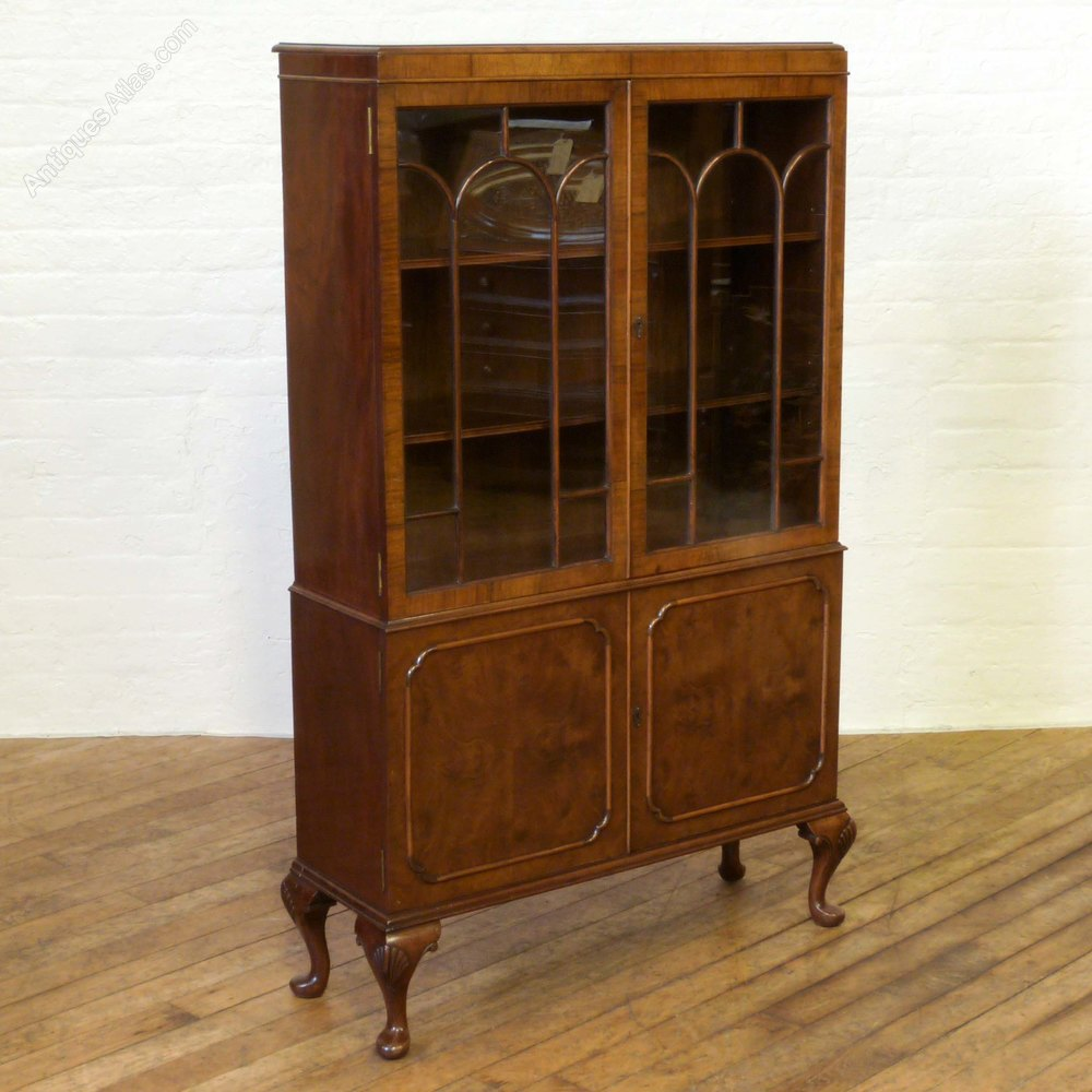 Queen anne style walnut bookcase antiques atlas for Stile queen anne