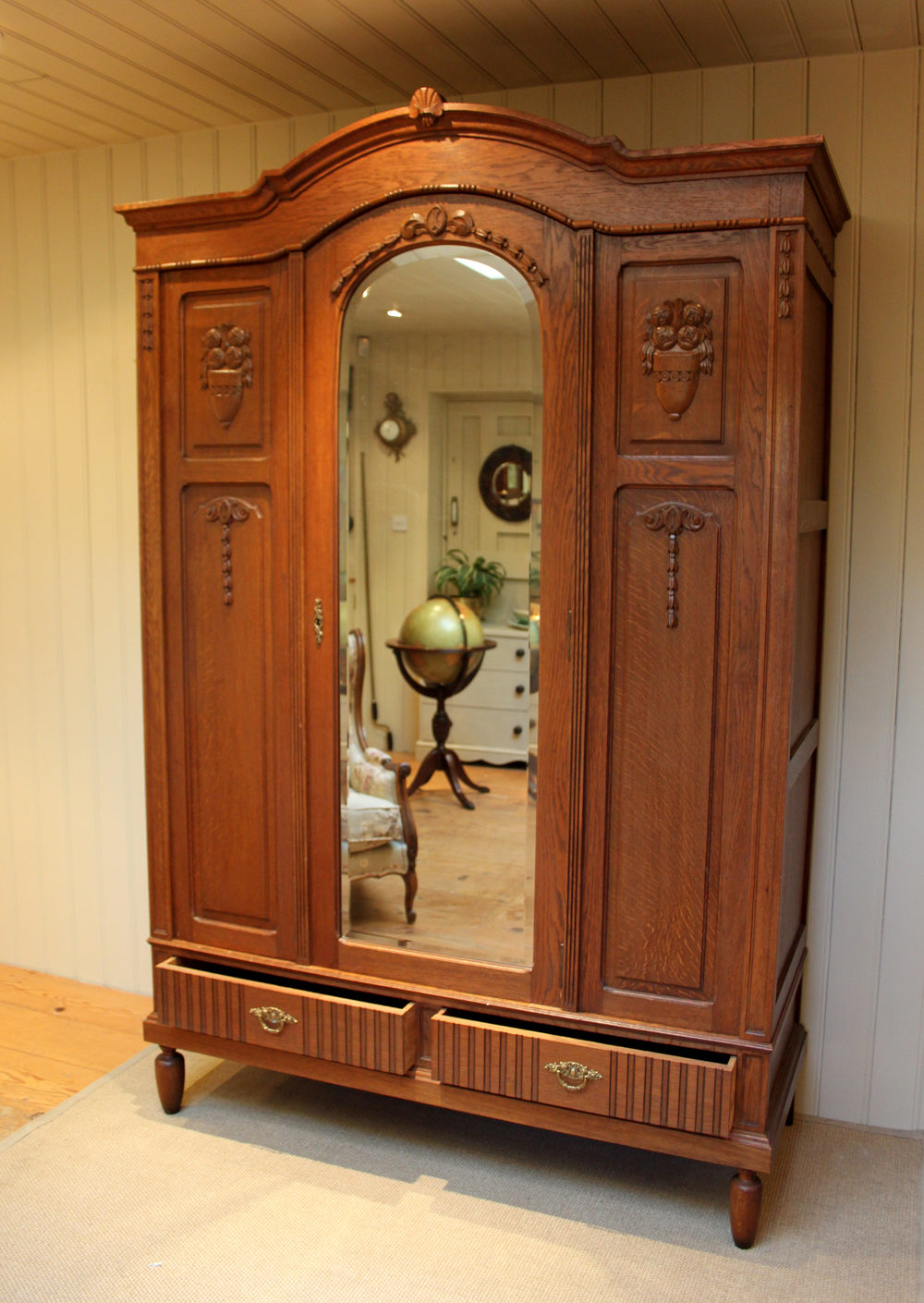 french solid oak wardrobe antiques atlas. Black Bedroom Furniture Sets. Home Design Ideas