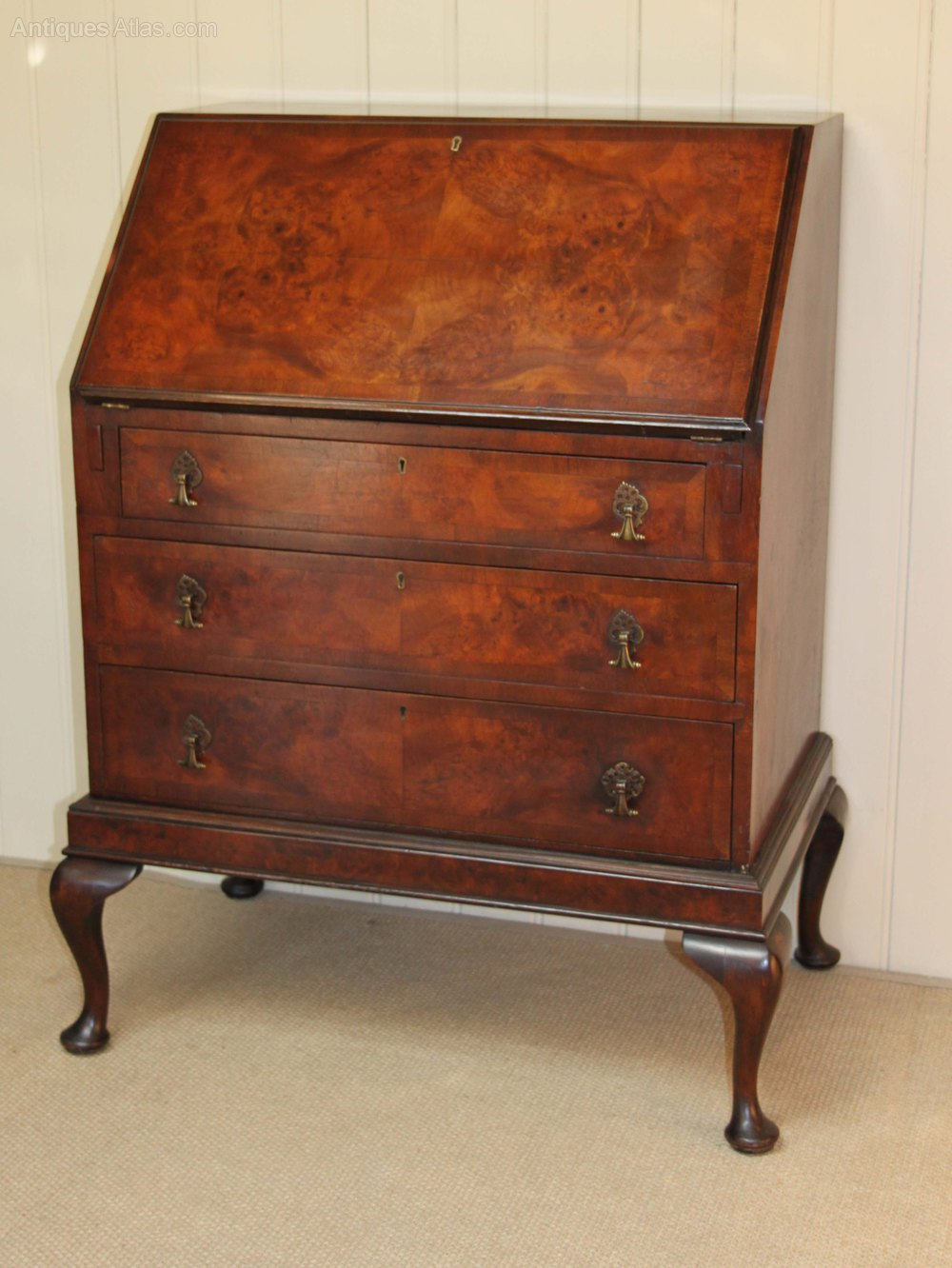 Queen anne style walnut bureau antiques atlas for Queen anne style