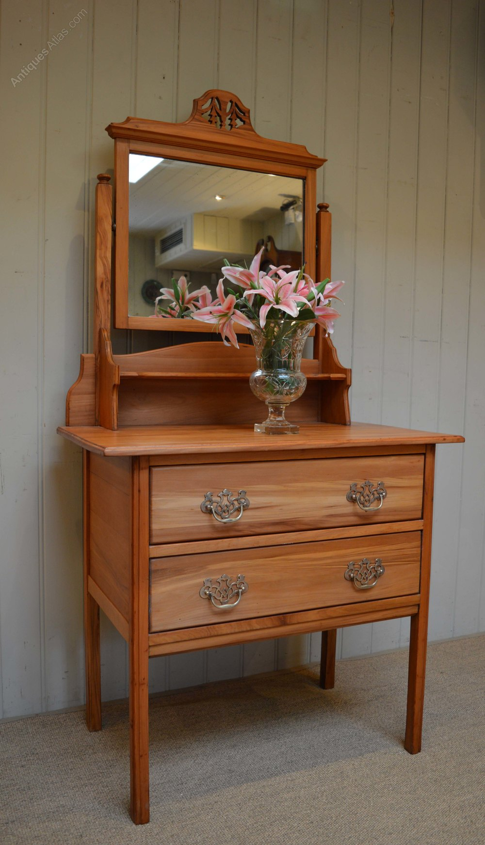 Satin walnut dressing table antiques atlas for Walnut dressing table