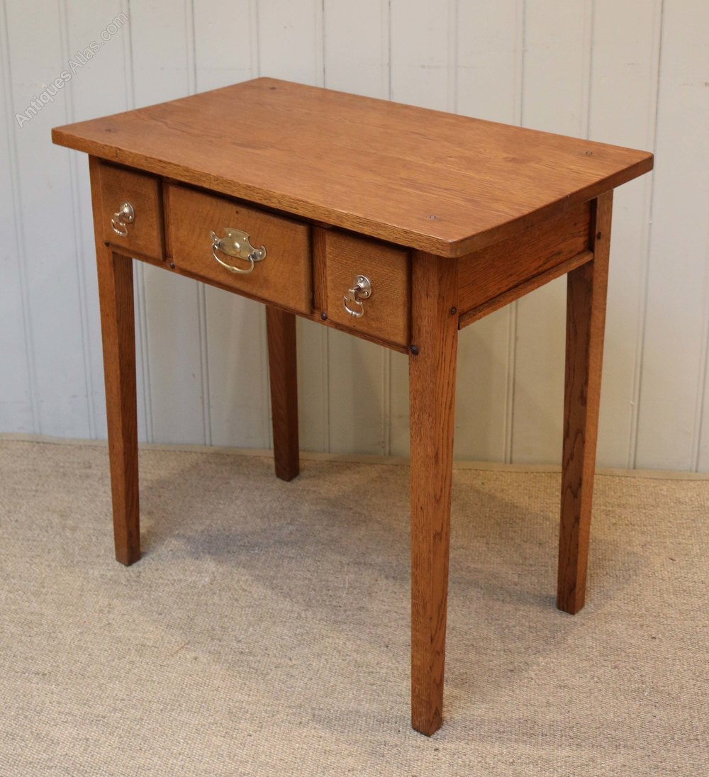 Small arts and crafts side table antiques atlas for Arts and crafts side table