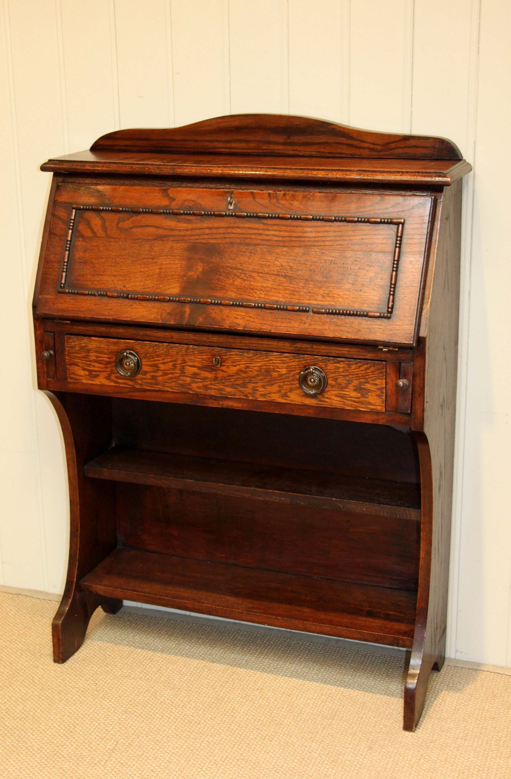 Small oak students bureau antiques atlas for Bureau antique