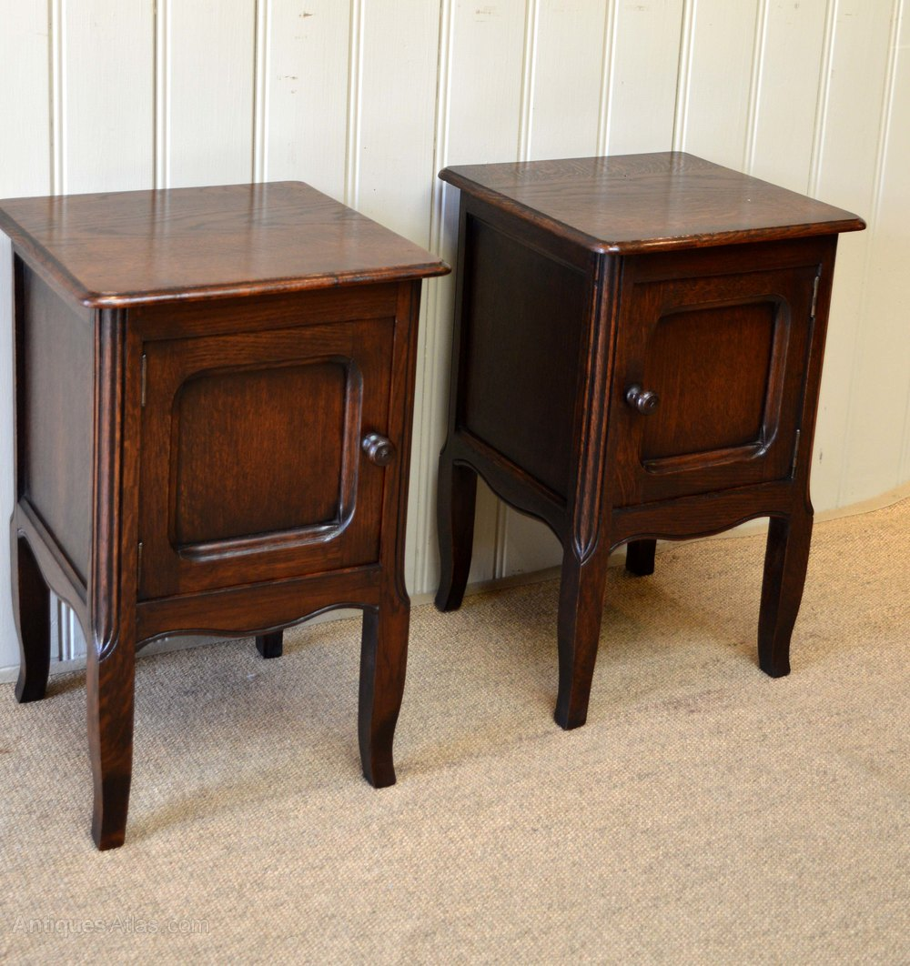 Small pair of oak bedside cabinets antiques atlas for Very small bedside cabinets