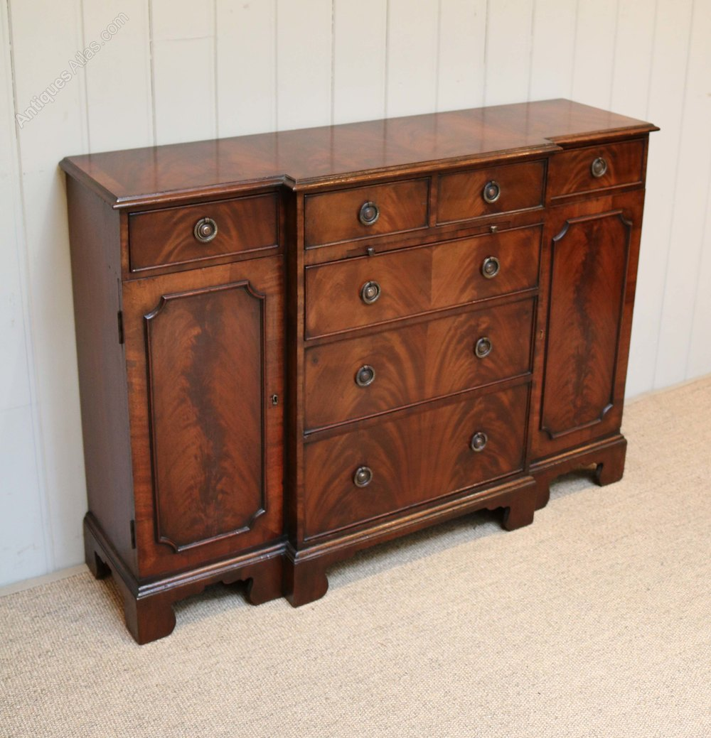 small proportioned mahogany sideboard antiques atlas. Black Bedroom Furniture Sets. Home Design Ideas