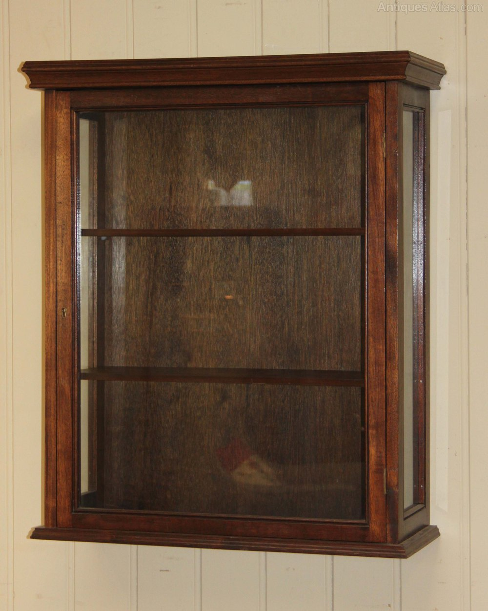 Antiques atlas vintage mahogany wall display cabinet for Antique display cabinet