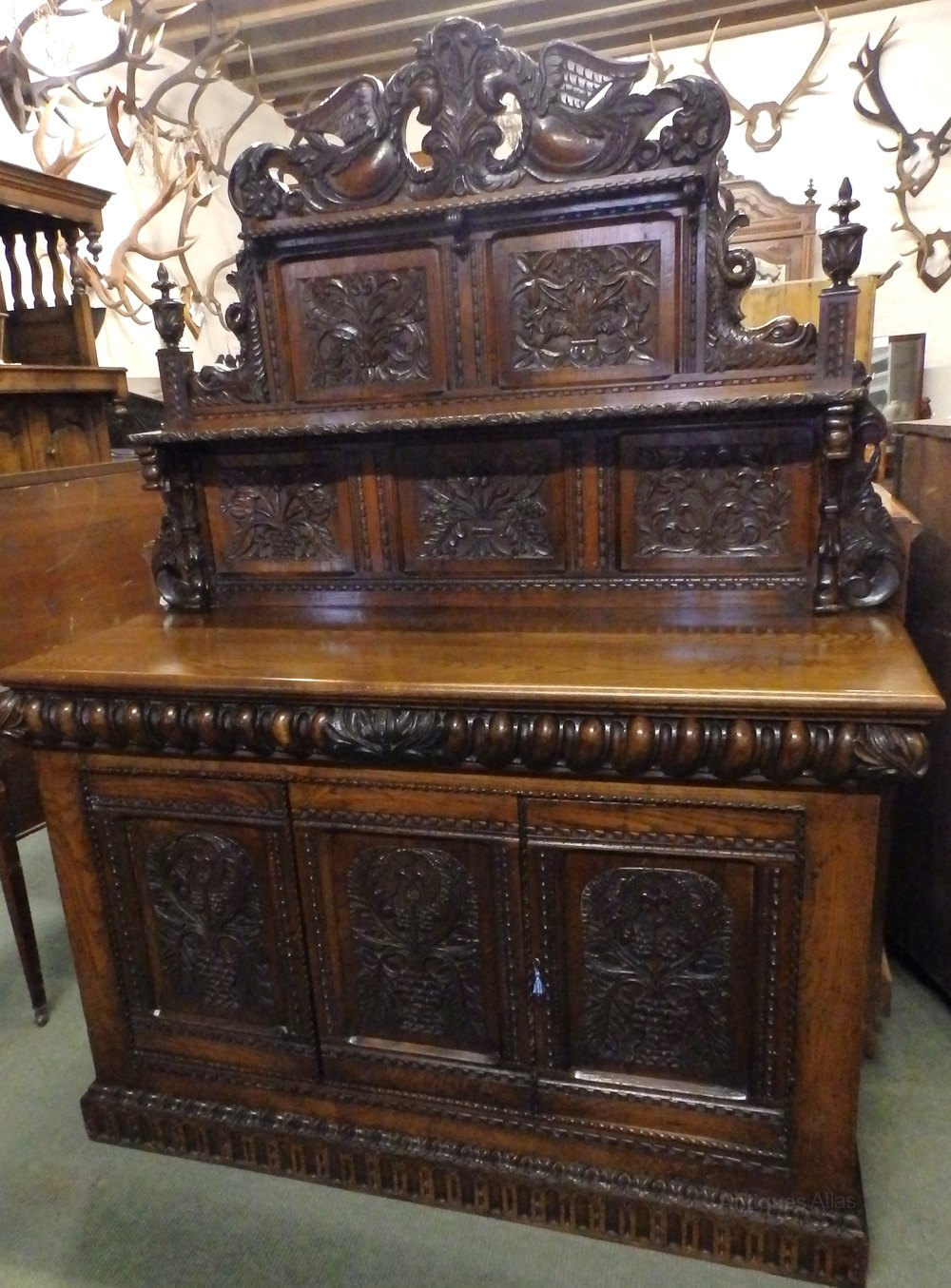 1900s oak carved sideboard antiques atlas. Black Bedroom Furniture Sets. Home Design Ideas