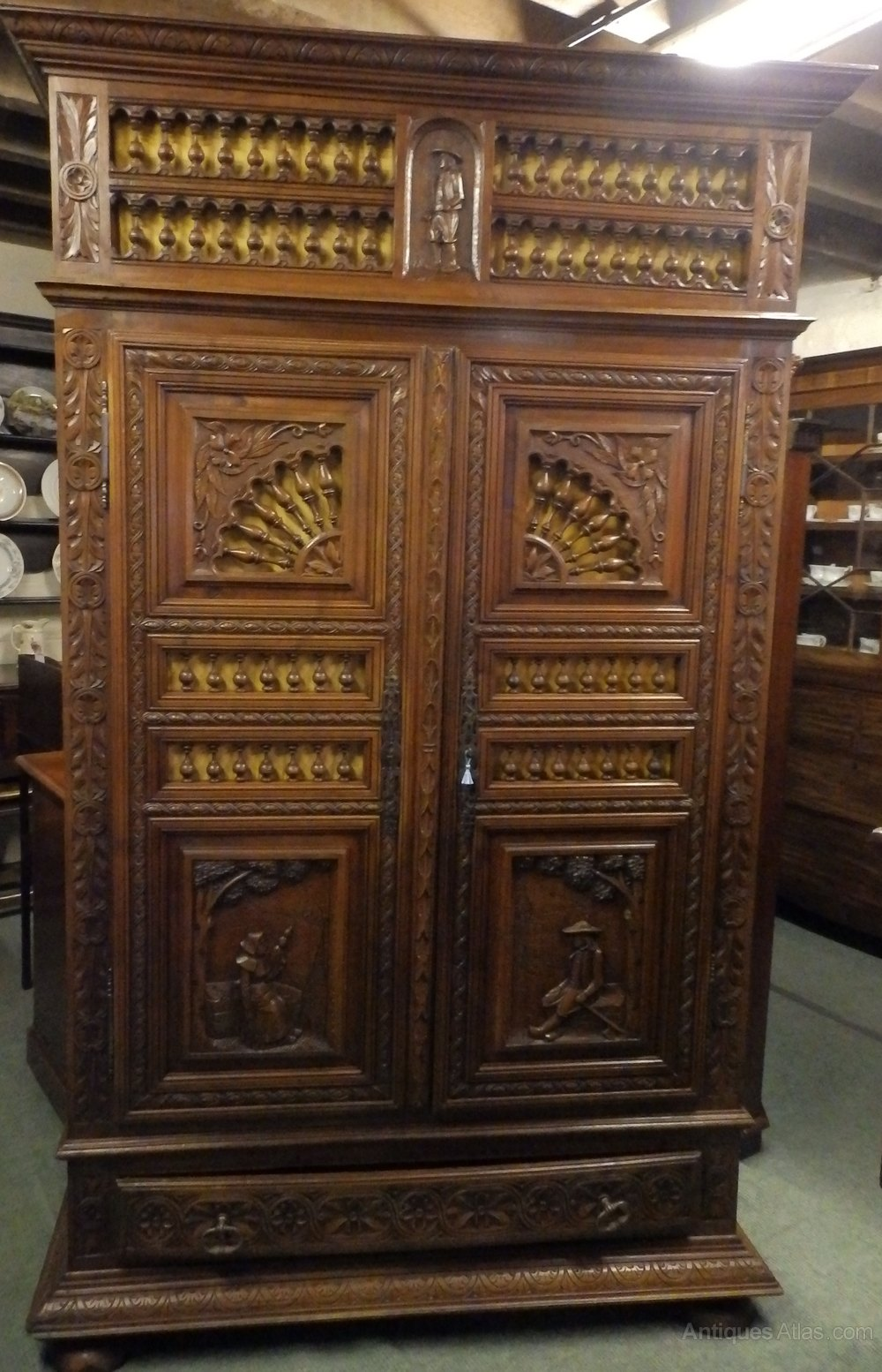 french armoire antiques atlas. Black Bedroom Furniture Sets. Home Design Ideas