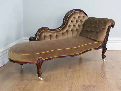 Victorian walnut button upholstered chaise longue for Antique chaise longues
