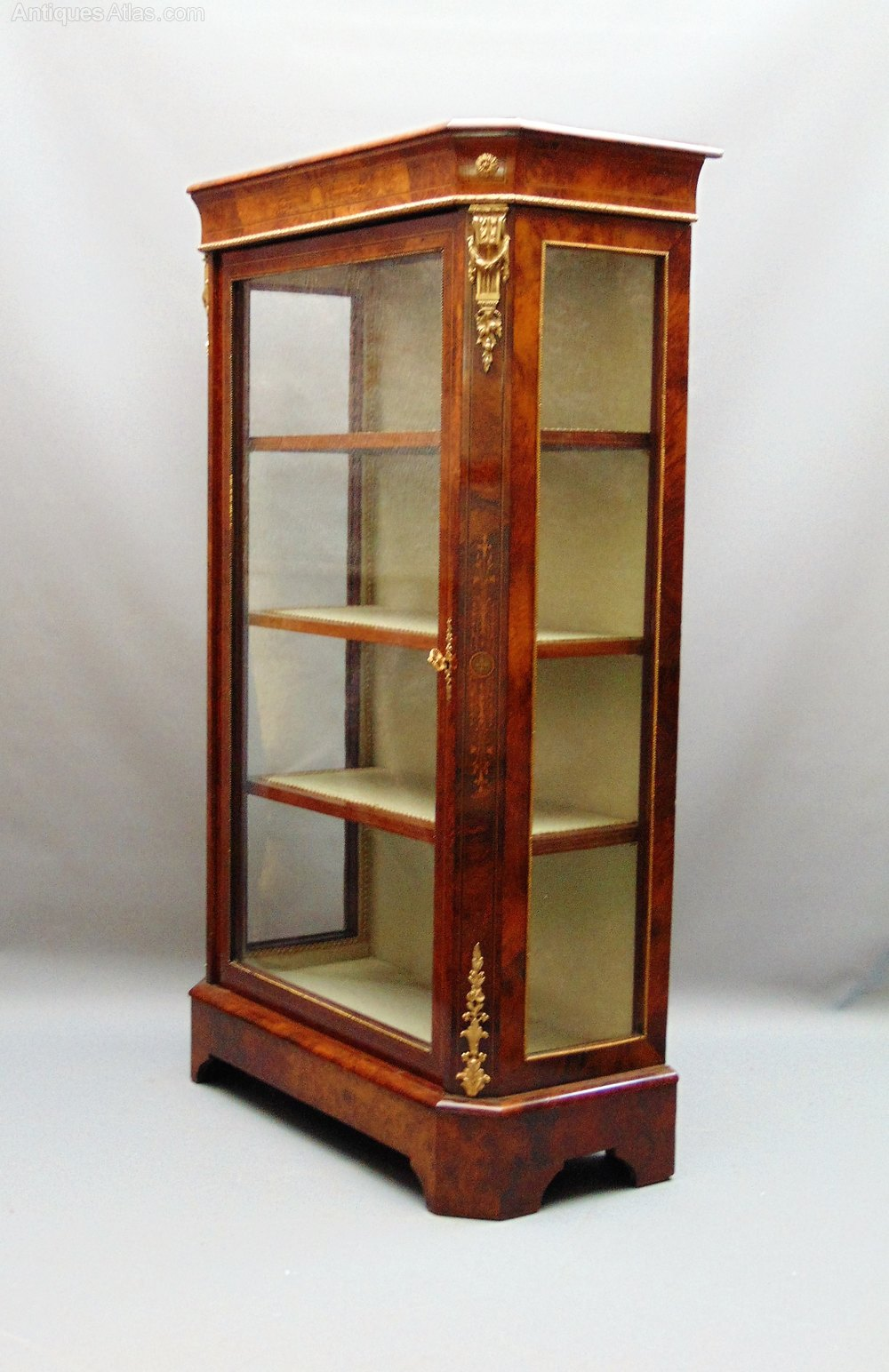 A stuuning walnut display cabinet vitrine antiques atlas for Sideboard vitrine