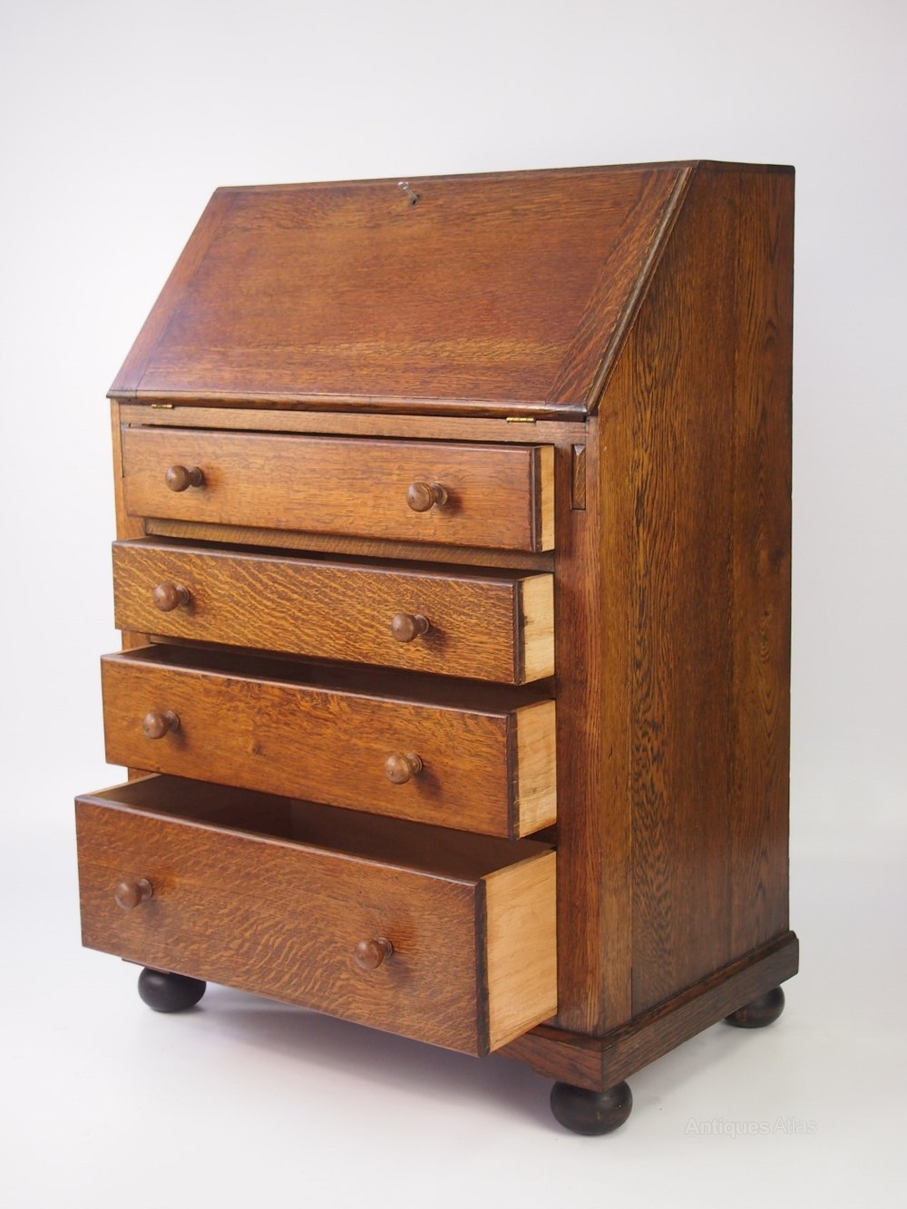 small vintage oak bureau antiques atlas. Black Bedroom Furniture Sets. Home Design Ideas