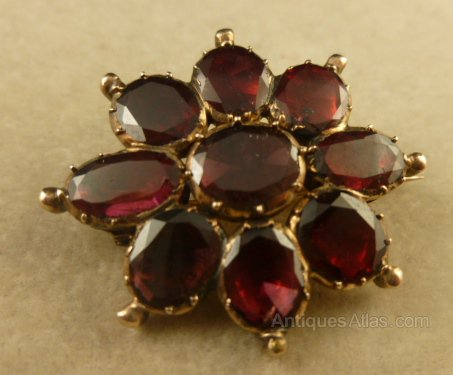 Antiques Atlas GEORGIAN GARNET 18ct GOLD CLUSTER BROOCH
