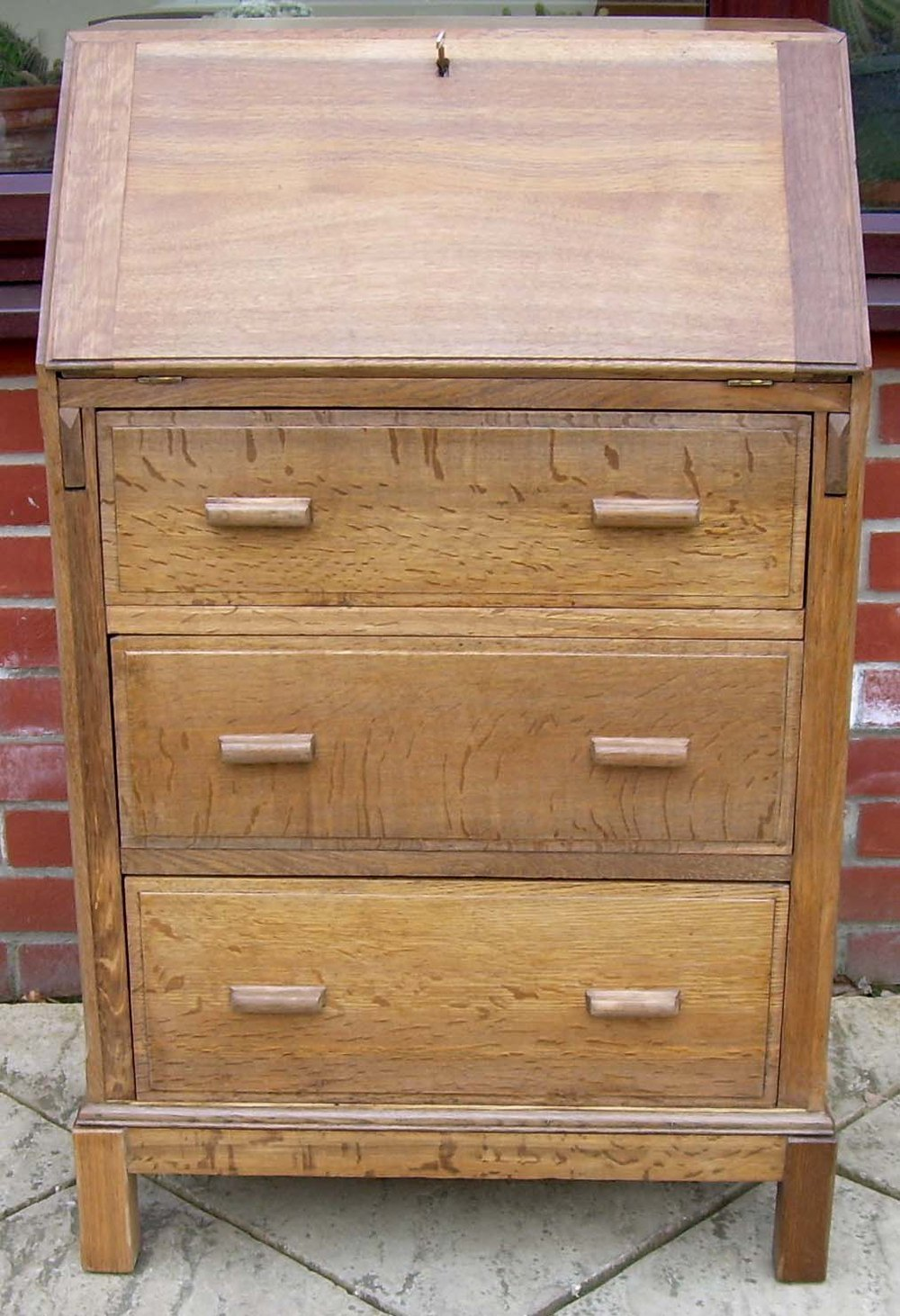 A Golden Oak Art Deco Bureau - Antiques Atlas
