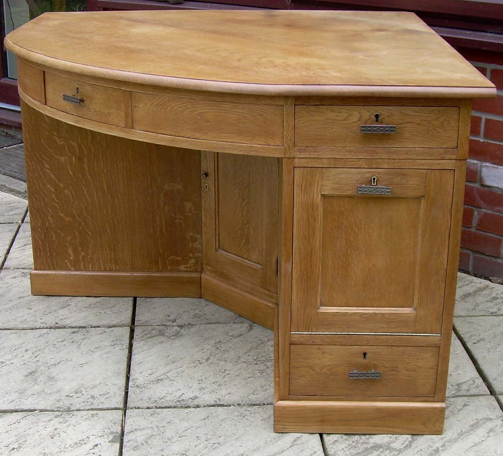 A Large Golden Oak Corner Desk Antique Las Writing Desks