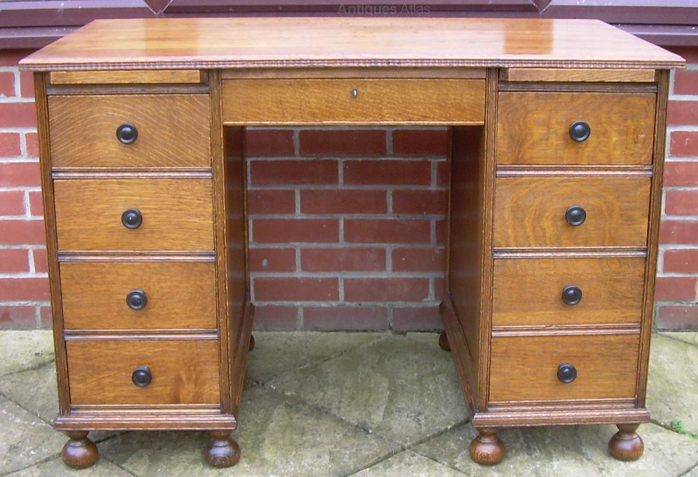An Antique Oak Desk ... - An Antique Oak Desk - Antiques Atlas