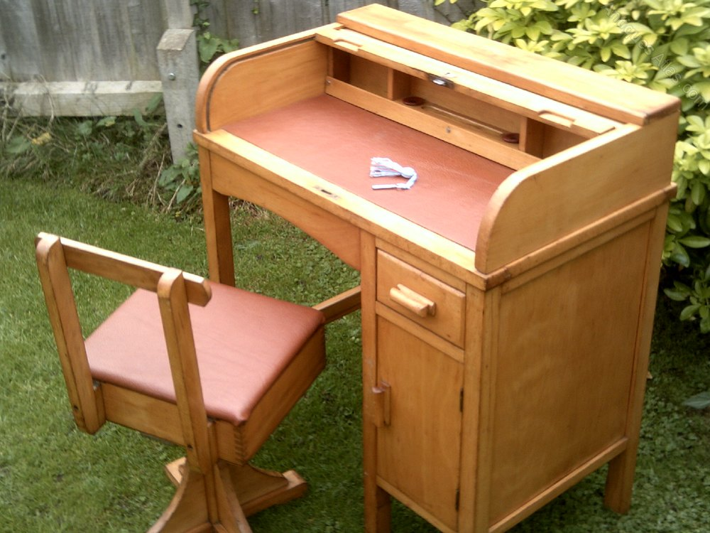 Childs Roll Top Desk With Swivel Chair
