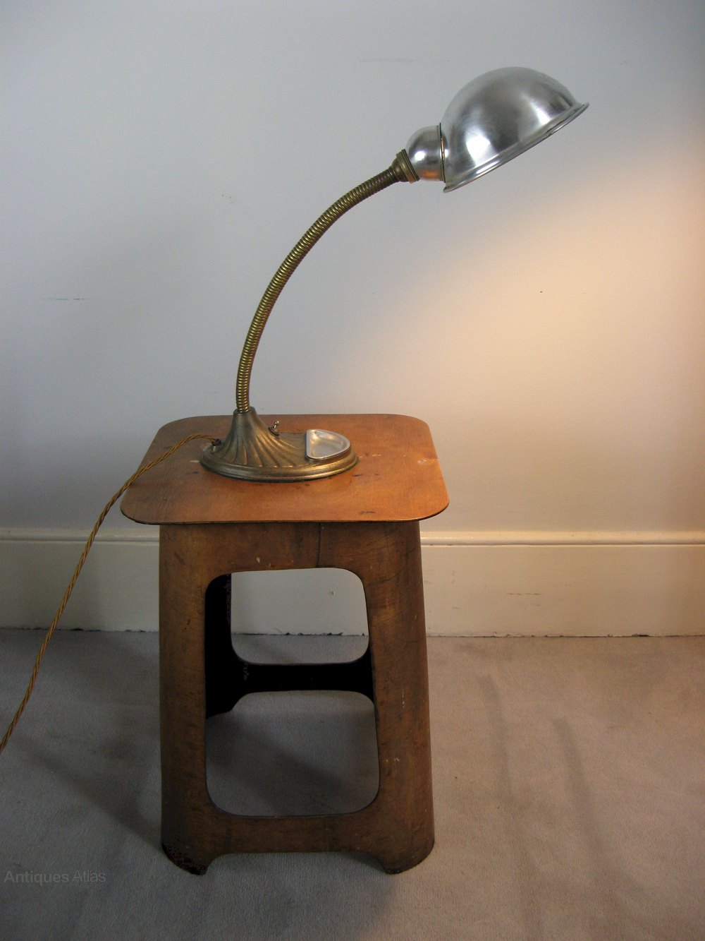 ... desk lamp %%alt5%% %%alt6%% - Antiques Atlas - 1940's Industrial Bendy Desk Lamp