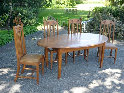 arts and crafts oval dining table in golden oak antiques atlas rh antiques atlas com