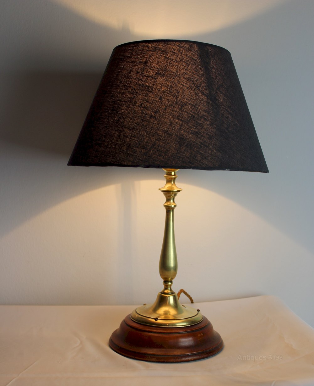 Charmant Edwardian Brass Table Lamp On A Mahogany Base ...