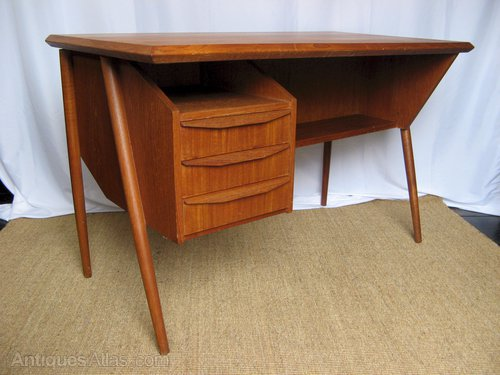 Stylish 1950s Teak Desk ...