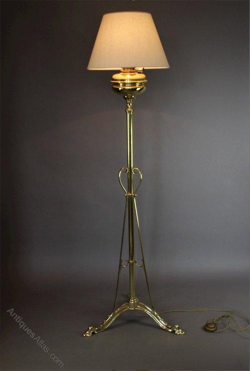 Antiques atlas victorian brass standard floor lamp c1895 for Antique brass standard floor lamp