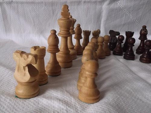 uudet tarjoukset tavata erilaisia muotoiluja Antiques Atlas - Vintage Wooden Chess Set In A Staunton Box