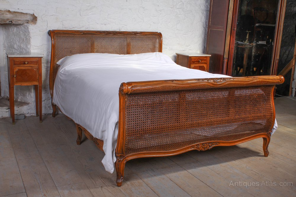 beautiful french caned berger king size lit bateau antiques atlas. Black Bedroom Furniture Sets. Home Design Ideas