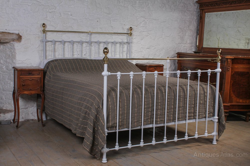 Fresh Lovely classic Victorian brass and iron kingsize Antique Iron Beds