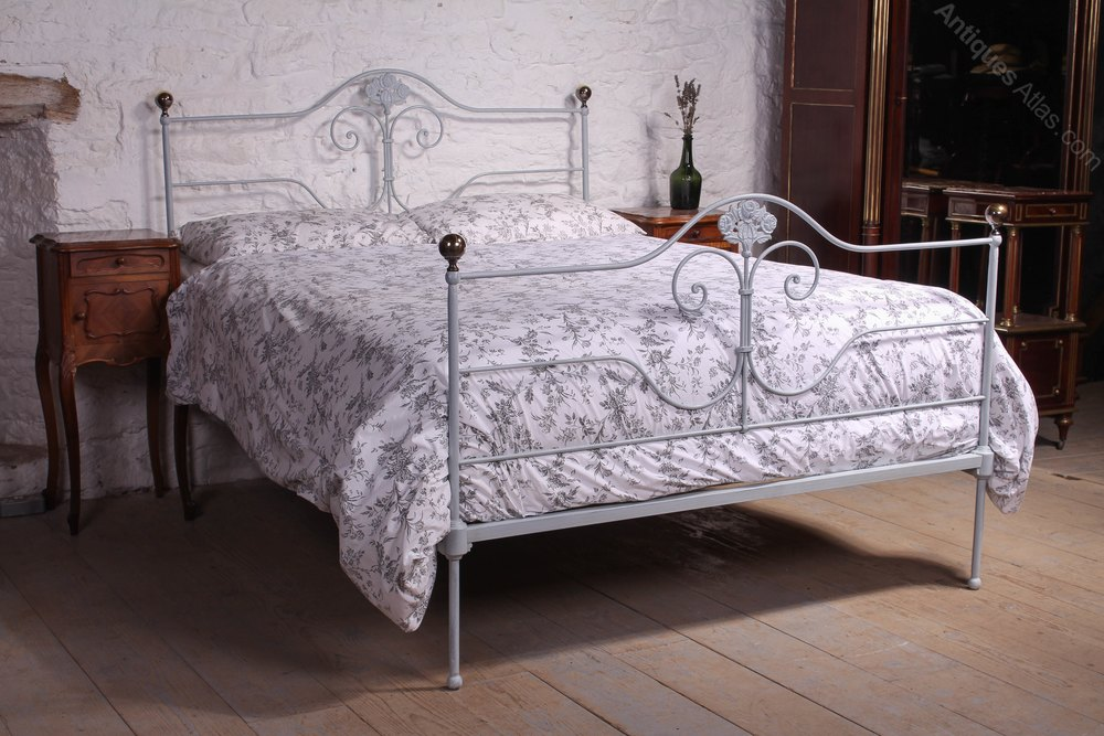 Good Pretty Kingsize Forged Iron And Brass Antique Iron Beds
