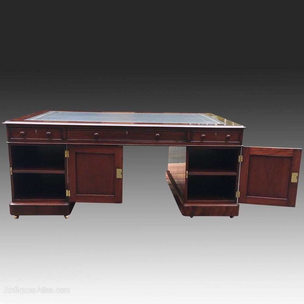 ... large antique desk ... - Large Antique Victorian Mahogany Partners Desk - Antiques Atlas