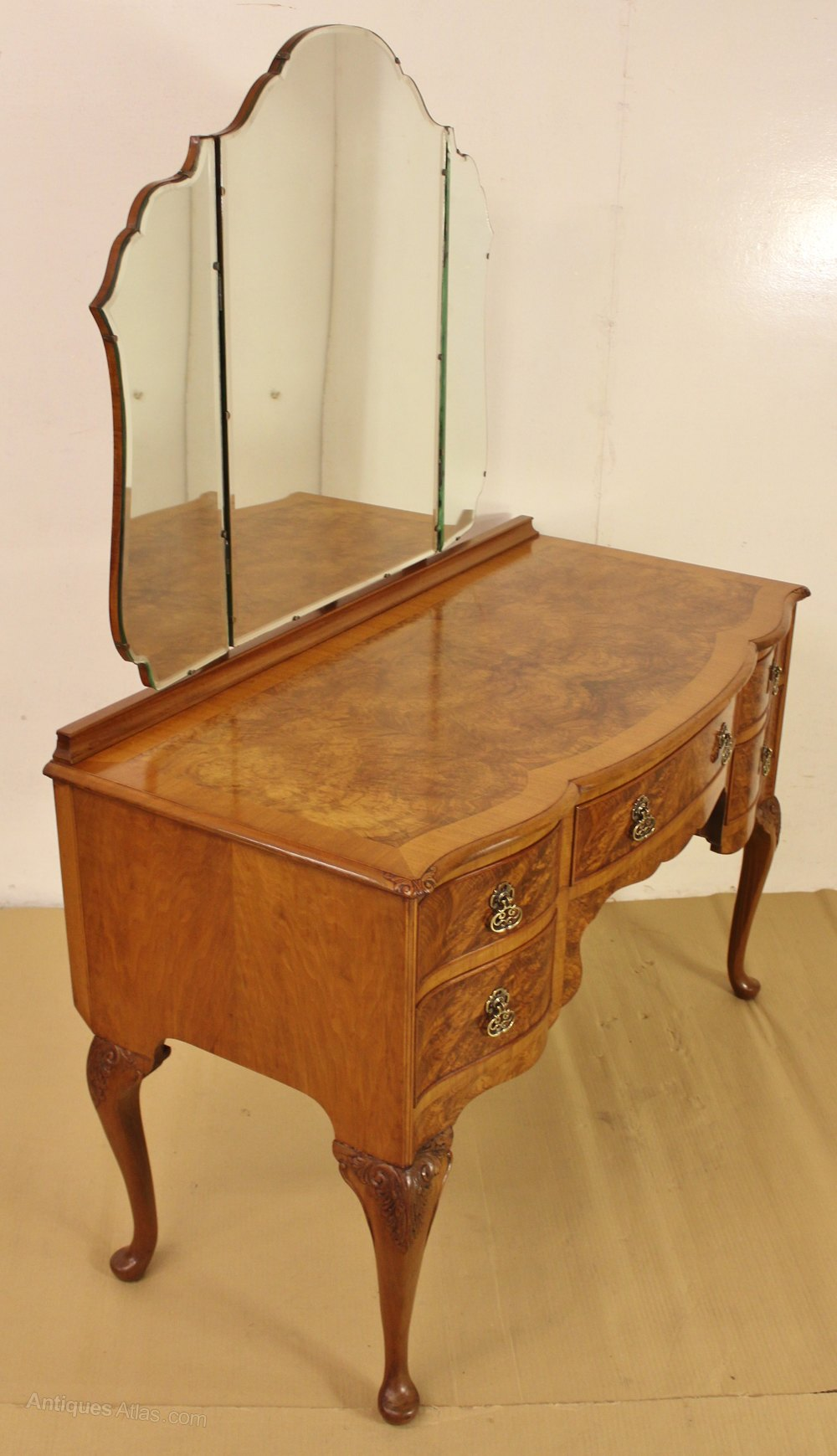Burr walnut dressing table and stool antiques atlas for Walnut dressing table