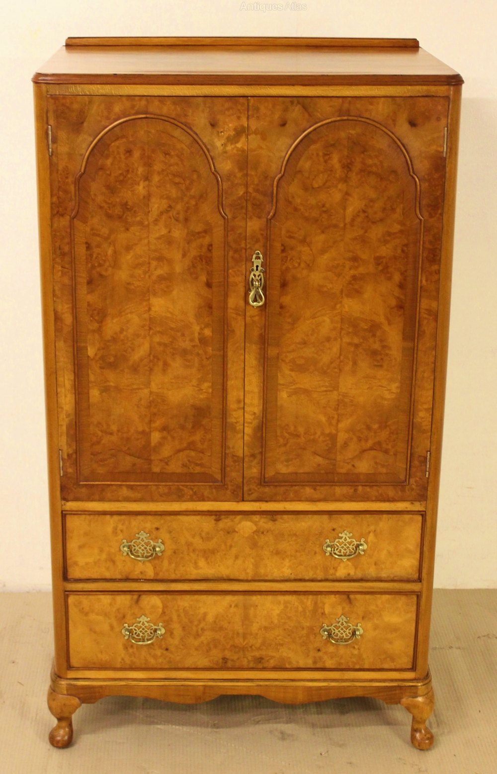 Burr walnut linen press antiques atlas for Linen press