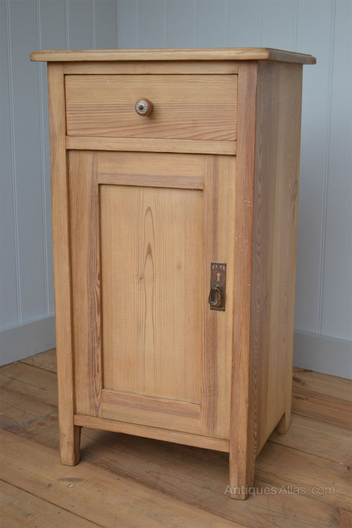 Continental 1920's pine bedside cabinet cupboard - Continental 1920's Pine Bedside Cabinet Cupboard - Antiques Atlas