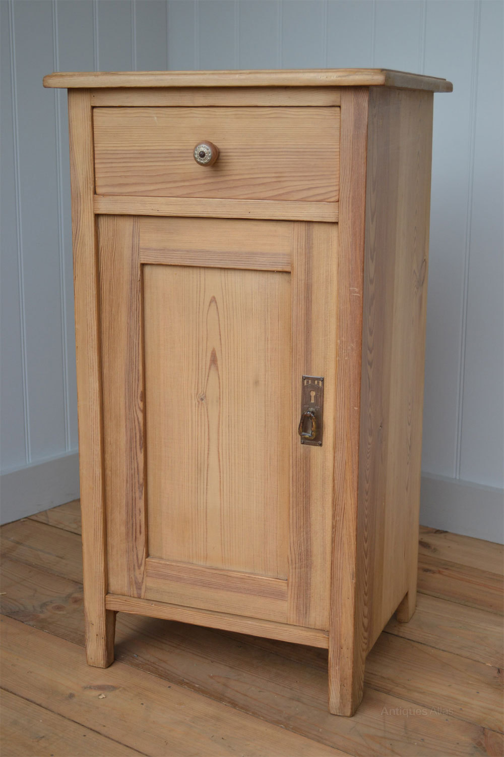 Continental 1920s pine bedside cabinet cupboard Antique ... - Continental 1920's Pine Bedside Cabinet Cupboard - Antiques Atlas