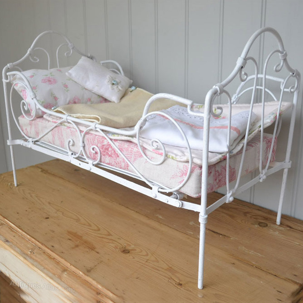 Antique french iron bed - Painted French Antique Vintage Iron Dolls Daybed Antique Toys Antique Bed