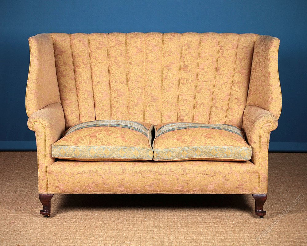20th C Queen Anne Style Settee Or Sofa