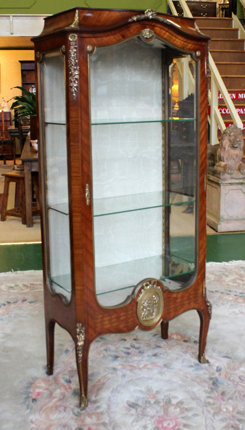 Charmant French Rosewood Vitrine Display Cabinet.