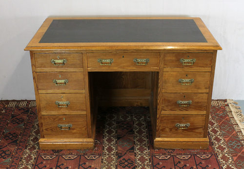 Pine Kneehole Desk. - Antiques Atlas - Late 19th.c. Pine Kneehole Desk. - Antiques Atlas