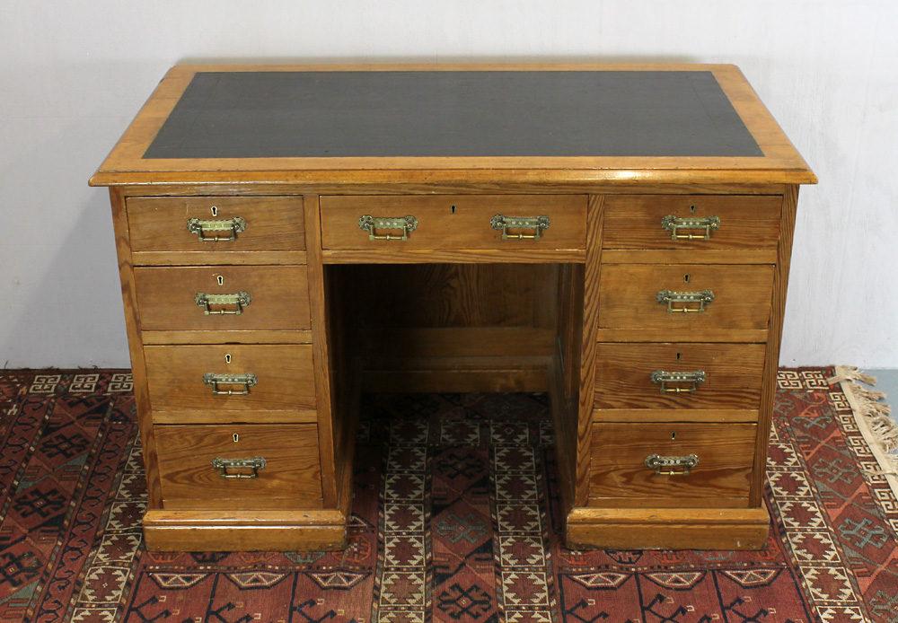 Pine Kneehole Desk. Antique ... - Late 19th.c. Pine Kneehole Desk. - Antiques Atlas