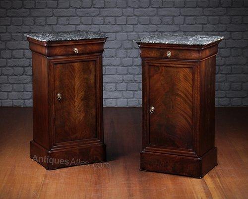 1946b02162 Pair Louis Philippe Bedside Cabinets C.1830. - Antiques Atlas