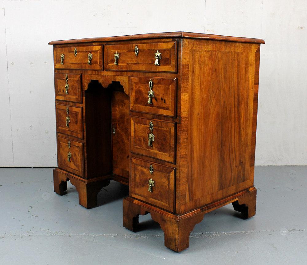 Antique Kneehole Desks ... - Small Walnut Kneehole Desk. - Antiques Atlas