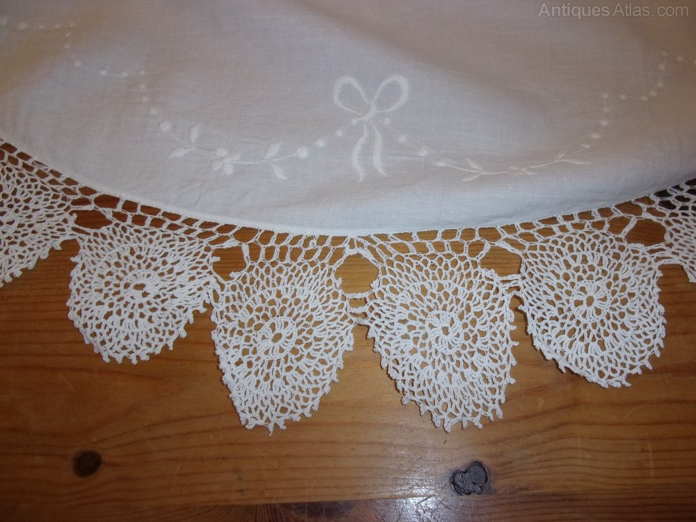 Large cotton And Lace Table Cloth Centre Piece Table Covers and Cloths & Antiques Atlas - Large Cotton And Lace Table Cloth Centre Piece
