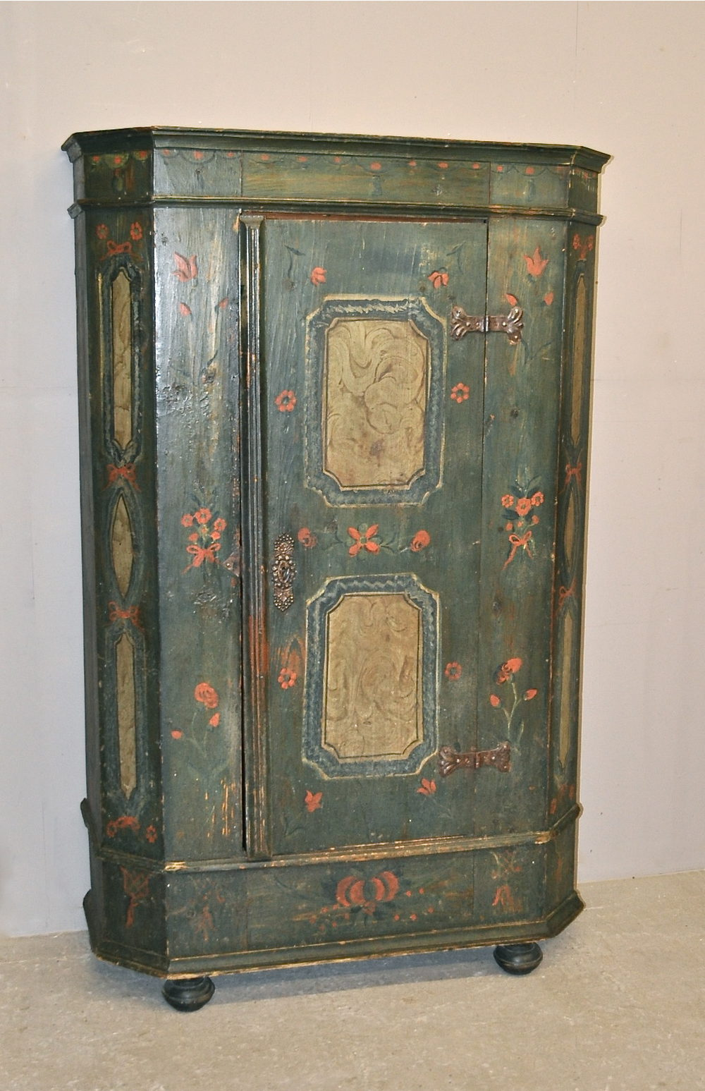 Painted Cupboard - R3358 Antique ... - Painted Cupboard - R3358 - Antiques Atlas