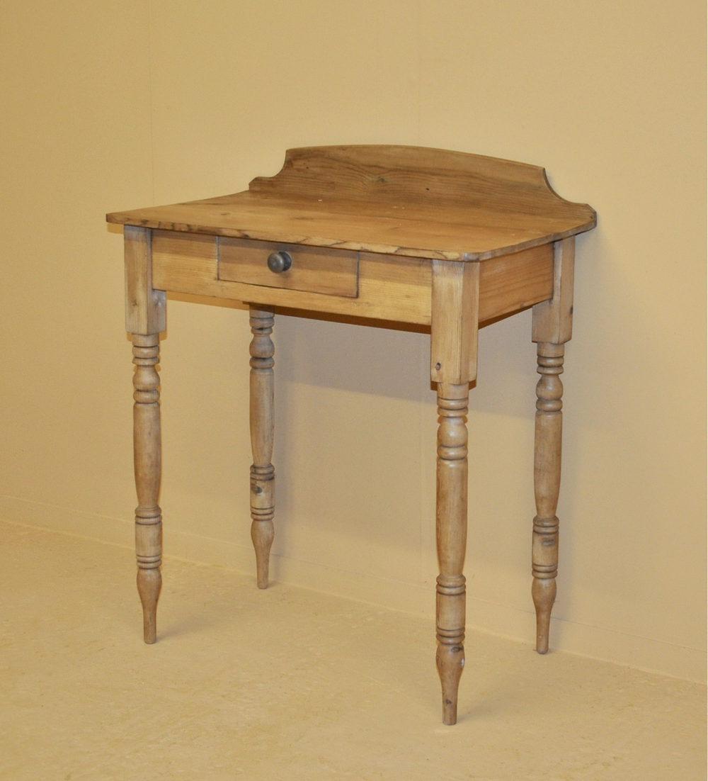 small pine side table q3192 antiques atlas. Black Bedroom Furniture Sets. Home Design Ideas