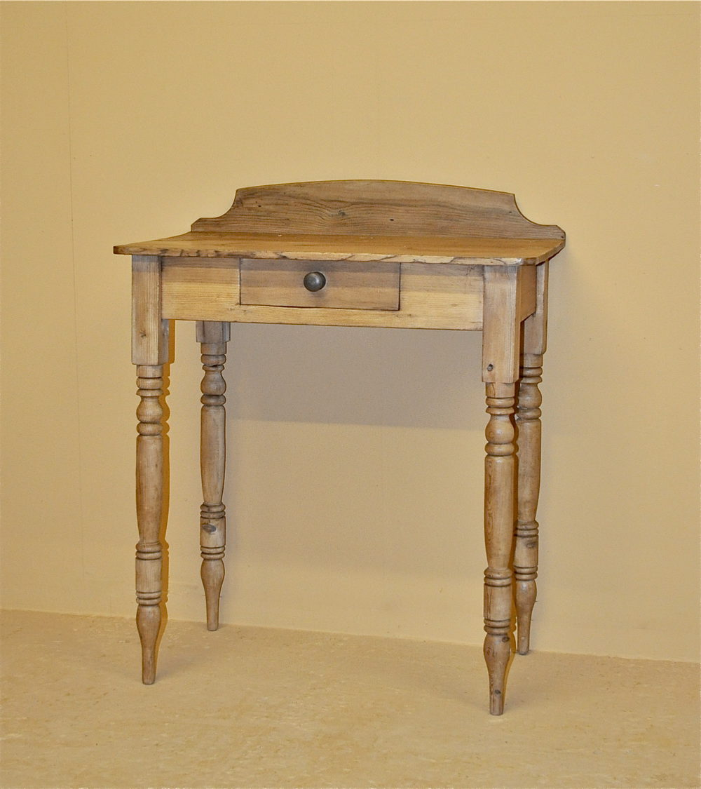 Small Pine Side Table Q3192